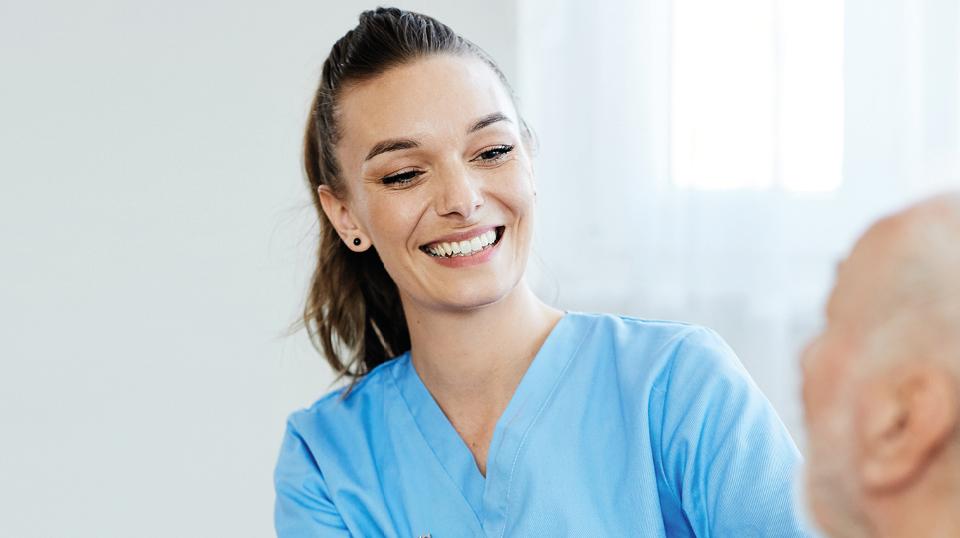 Gesundheitswesen, Lohn, Löhne, Lohnvergleich, Pflege, Pflegebranche, Studie: ETL Studie – Lohnvergleich in der Pflegebranche: Wie es wirklich um die Löhne in der Branche steht